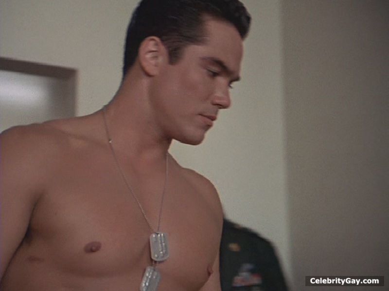 dean-cain-famosos-pelado-fake-black-and-white-movie-called-kitty