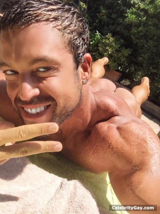 Nude Matt martin